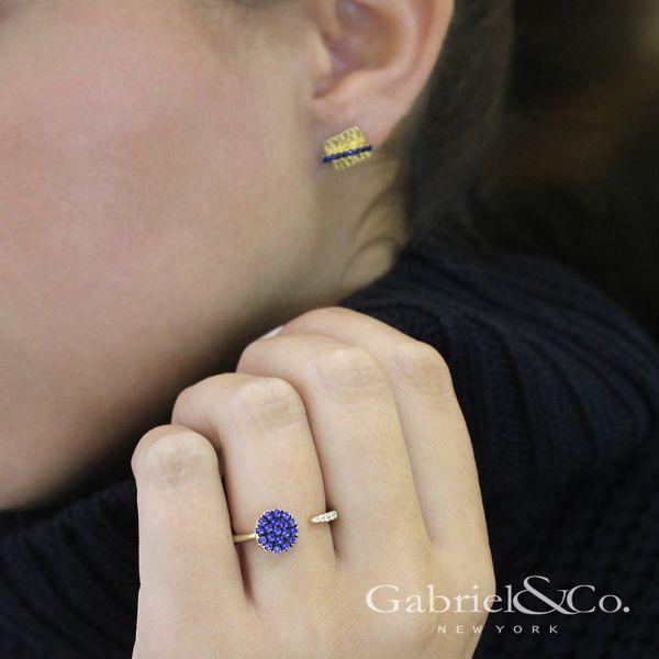 14k Yellow Gold Trends Stud Earrings