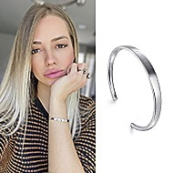May 2020 Influencer Jeni Raitz sharing her 91>19 Bangle
