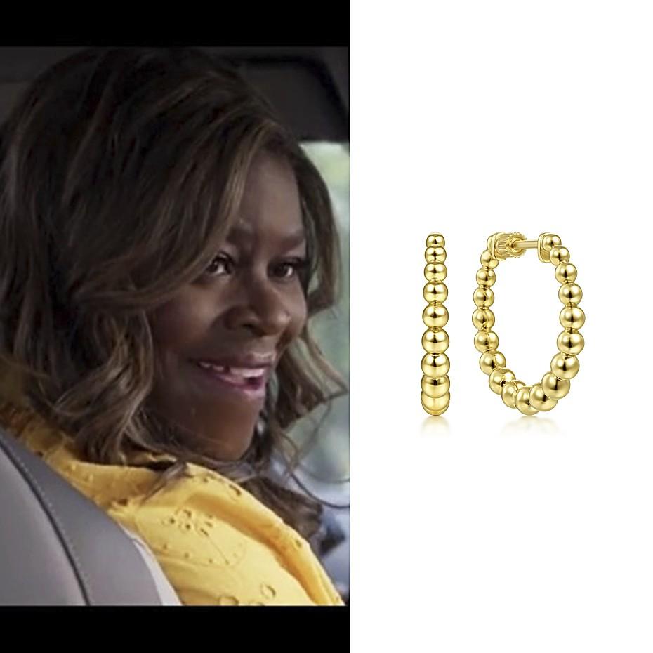 June 2021 Actress and comedian Retta Sirleaf wearing Gabriel & Co's 14K Yellow Gold hoop earrings