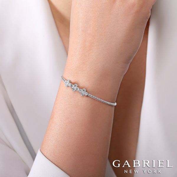 14k White Gold Bujukan Bangle angle