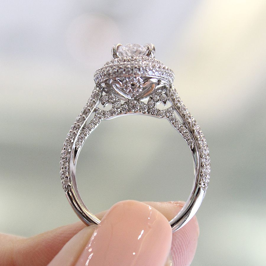 18K White Gold Oval Diamond Engagement Ring