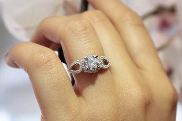 Zinnia 14k White Gold Round Halo Engagement Ring angle