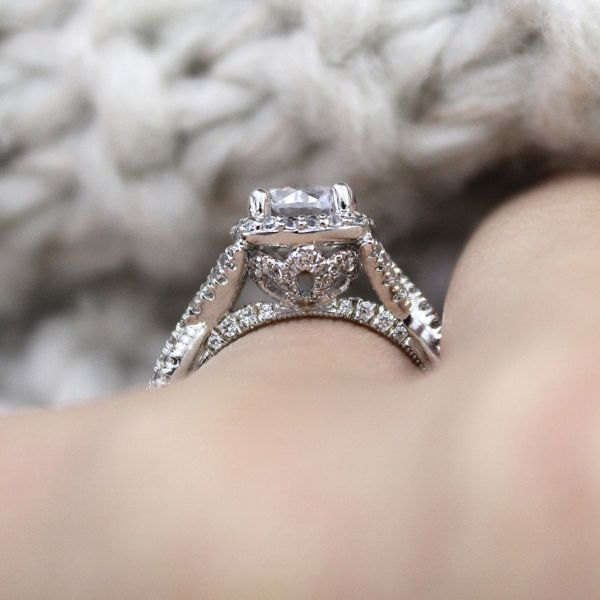 Aster 14k White Gold Round Halo Engagement Ring angle
