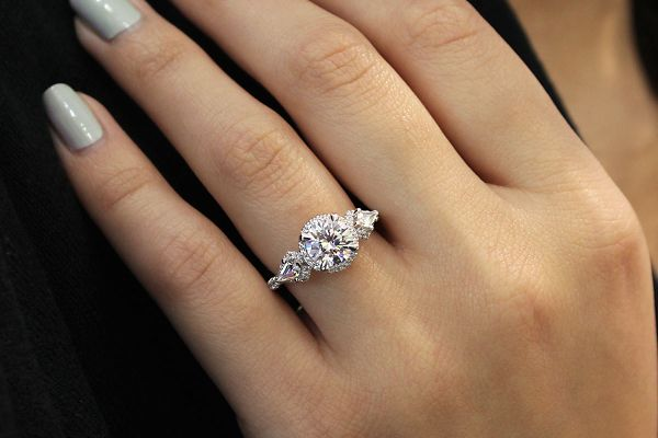 Galbi 18k White And Rose Gold Round Halo Engagement Ring angle