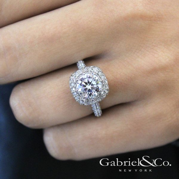18k White Gold Round Double Halo Engagement Ring