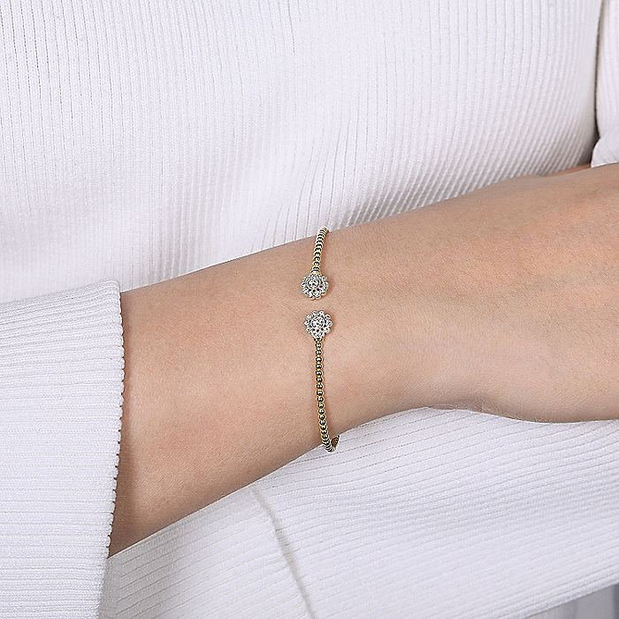 14K Yellow-White Gold Bangle with Round-Cut Diamonds and Flower Shape