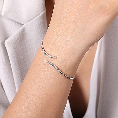 14k White Gold Byblos Bangle angle 4