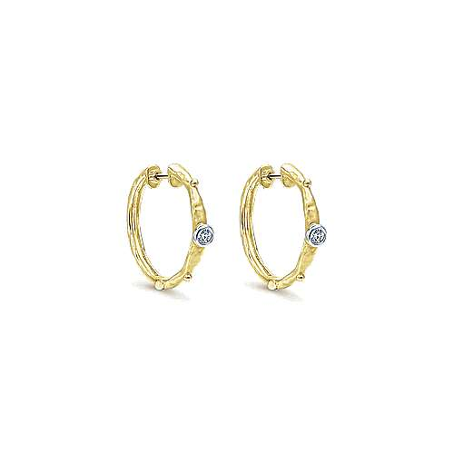 14k Yellow Gold Souviens Classic Hoop Earrings angle 1