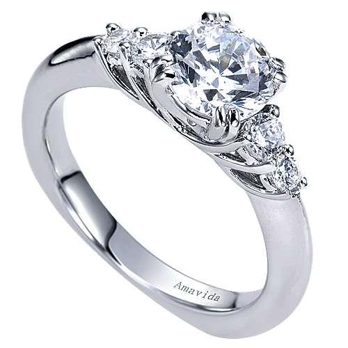 18k White Gold Round 3 Stones Engagement Ring