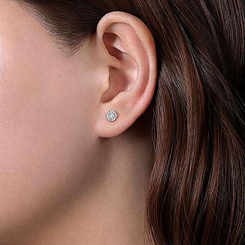 147e13100 14k White Gold Round Cluster Diamond Stud Earrings